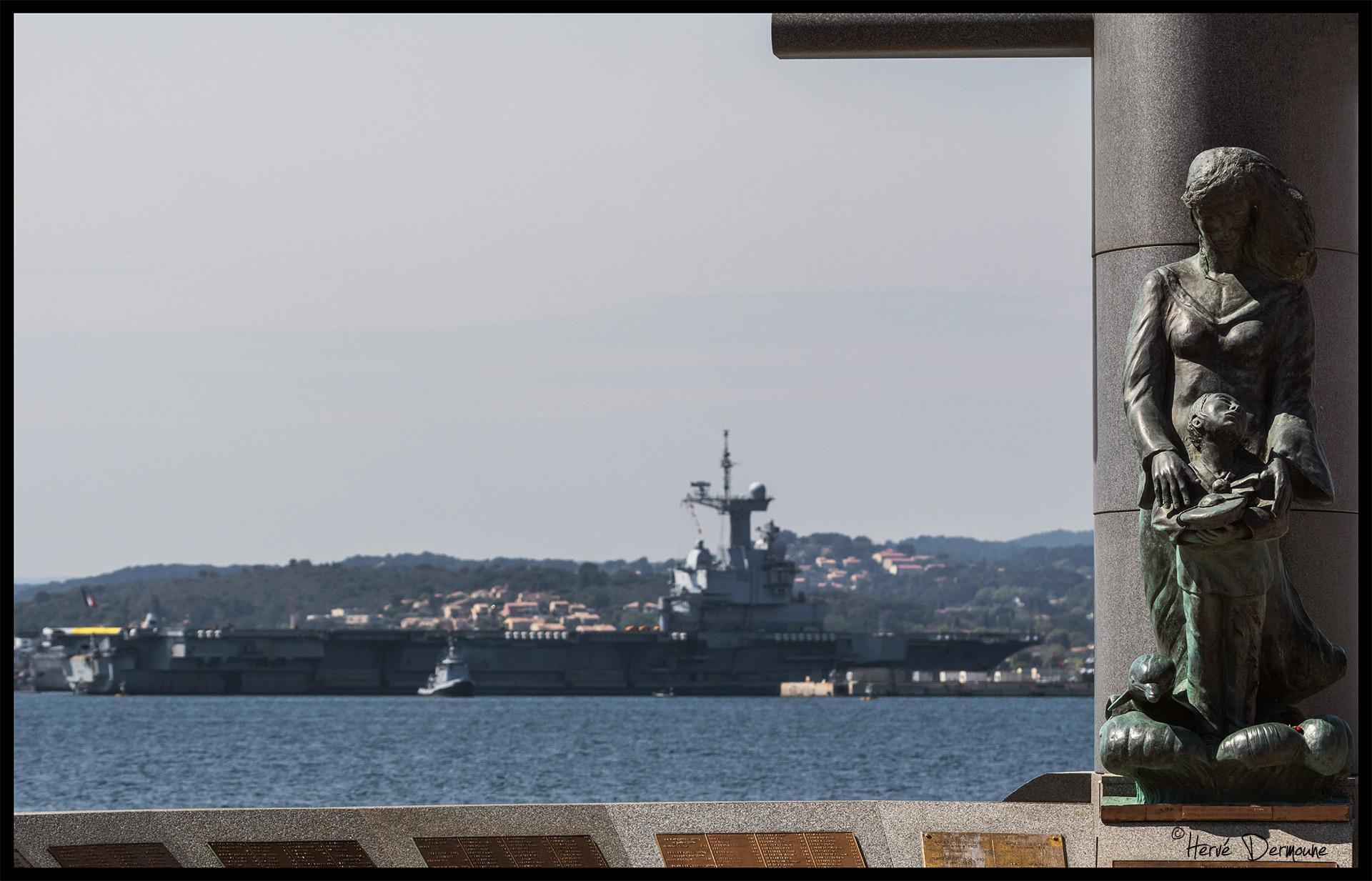 Retour prématuré du porte-avions Charles de Gaulle à cause du Covid-19