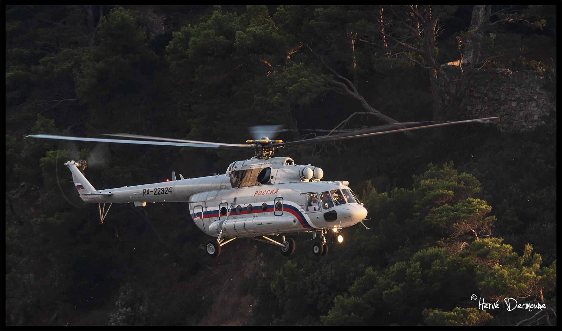 Repérage d'un hélicoptère Mil Mi-8 au fort de Brégançon pour la venue de Vladimir Poutine